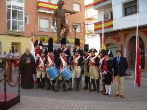 regimiento_suizos_reding_ante_la_estatua_general_teodoro