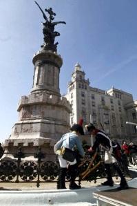 Homenaje_Francisco_Munoz_de_Toro_y_Jose_Talavera_Bicentenario_liberacion_Zaragoza_Asociacion_Teodoro_Reding_Malaga_Regimiento_Irlanda_2013_El_Periodico