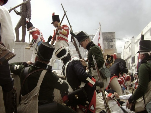 Recreacion_Historica_Sitio_Tarifa_1811_1812_defensa_brecha_aliados_frente_tropas_napoleonicas_franceses_Cadiz