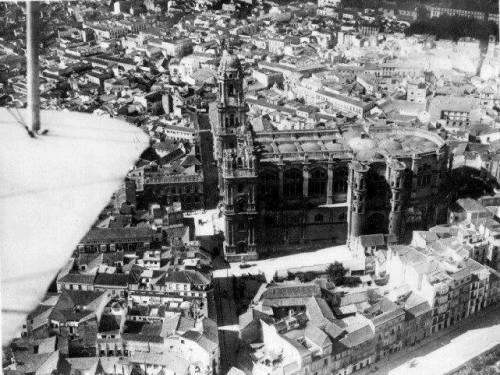 Vista_aerea_catedral_hospital_san_juan_de_dios_biplano_años_30_malaga