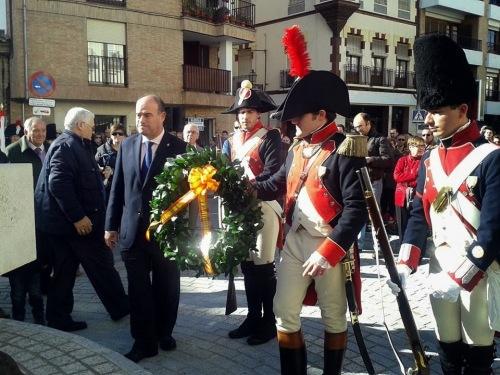 Ofrenda_corona_laurel_capitan_Vicente_Moreno_Baptista_Asociacion_Teodoro_Reding_Historico_Cultural_Malaga