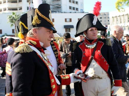 Entrega_obsequio_placa_Gibraltar_Reenactment_Association_Asociacion_Historico_Cultural_Teodoro_Reding_Malaga_Jon_Valera_Regimiento_Suizo_Reding_3_Frank_Coombes_jornada_convivencia_recreacion_historica